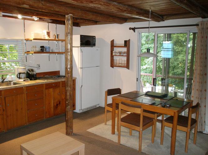 Lit Queen Bois De Grange : Pavillon Pic Bois ? Lit Queen et sofas lit (maison une chambre)
